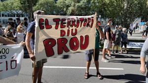 La Coordinadora d'Entitats pel Clima Garraf participa a la manifestació contra l'ampliació de l'aeroport del Prat