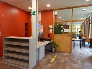 L'Alberg de Vilafranca reobre portes redistribuint espais interiors i guanyant un pati exterior independent