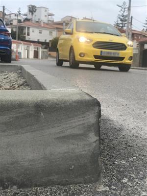 Les obres d'adequació del carril bici a l'avinguda Montseny de Sant Pere de Ribes