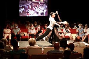L'espectacle 'Un casal de fusta centenari' dona el tret de sortida al programa d'homenatge al Teatre del Casal