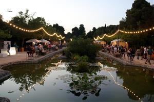 Manel omple de música els Jardins de Terramar en el