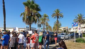 Manifestación de los vecinos del Prat de Vilanova