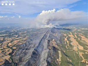 Màxima preocupació a l'Anoia: el foc segueix descontrolat i obliga a confinar un municipi