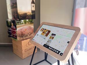 Penedès Turisme estrena un nou sistema d'informació i atenció basat en taules interactives