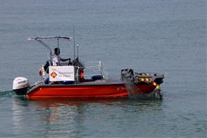 Sitges triplica el dispositiu de recollida de plàstics al mar durant l'estiu