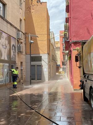 Vilafranca fa una neteja intensiva del paviment del centre de la vila