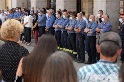 Vilanova plora la mort d'un bomber de 30 anys en un incendi en la seva segona guàrdia al cos. Xavier Prat
