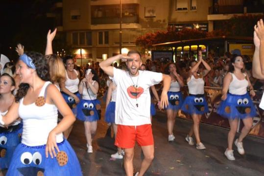 Els carnavals d'estiu són propostes festives i de caràcter turístic que en alguns sectors no acaben d'agradar per no coincidir amb l'essència del Carnaval.