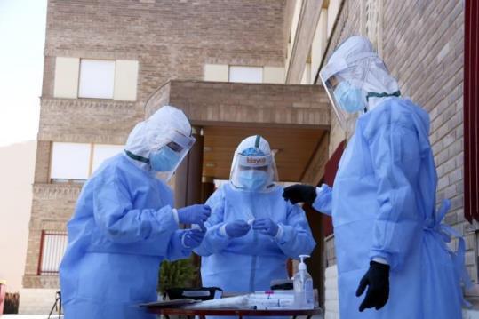 La comarca del Garraf està registrant en els darrers dies un repunt dels casos de coronavirus entre la població i la Generalitat ha suspès els ingressos, les visites i les sortides de les residències de gent gran de Sitges