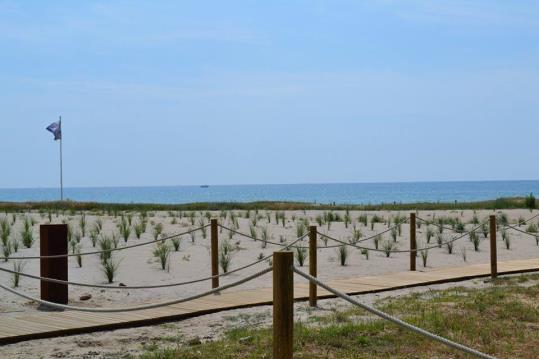 Les obres més importants realitzades per la Demarcació de Costes de l'estat han convertit l'esplanada on hi aparcaven els vehicles en un sistema dunar que evitarà l'erosió natural i que ha permès convertir aquesta platja semiurbana en una platja natural.