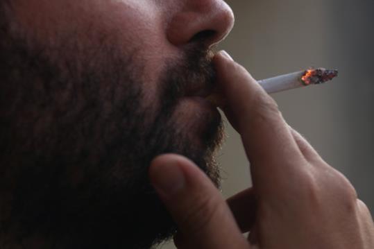 El Departament de Salut està preparant una nova llei d'addiccions amb limitacions més àmplies contra el tabac davant un repunt del consum després d'uns anys de descens