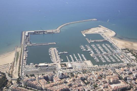 Ports de la Generalitat ha presentat el projecte de remodelació del front portuari de Vilanova que inclou la retirada de la polèmica tanca que delimita el port comercial i pesquer. Ara, l'accés serà lliure durant el dia a qualsevol ciutadà.