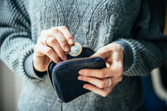 Acaba l'any i administracions i empreses concessionàries revisen les tarifes, el que s'acostuma a traduir en un increment de preus per al nou any.